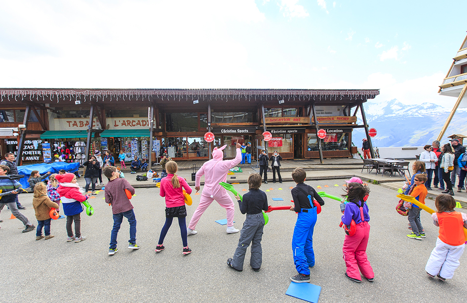 Animation pour enfants dans station de ski